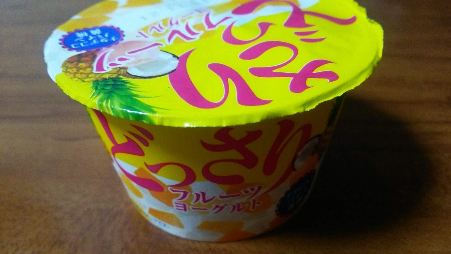 北海道乳業【どっさりフルーツヨーグルト】