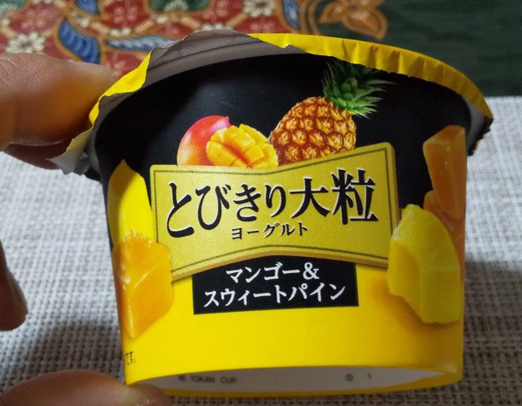 北海道乳業「とびきり大粒」シリーズの「マンゴー&スウィートパイン」